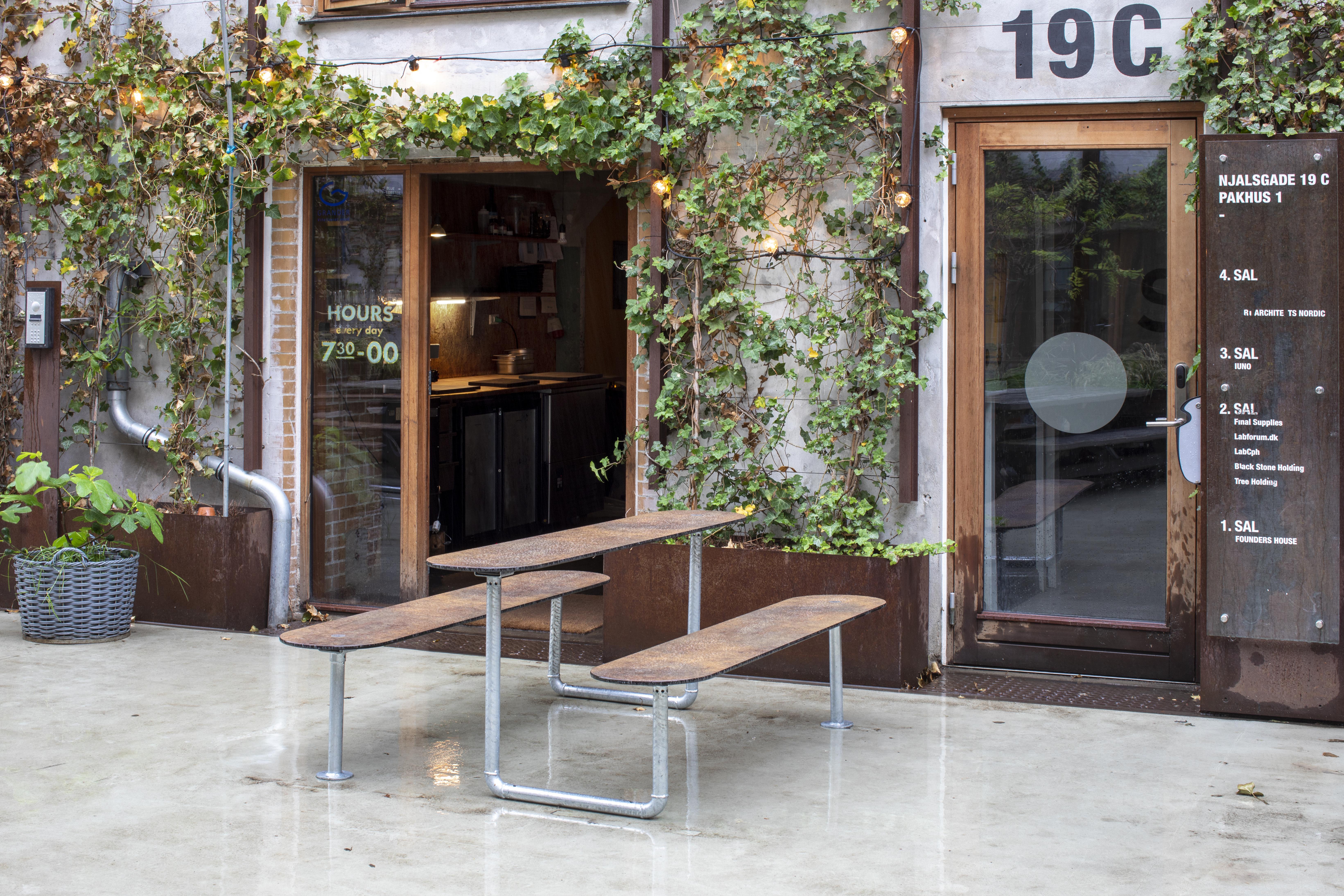 Picknicktafel Street gemaakt van HPL en thermisch verzinkt staal