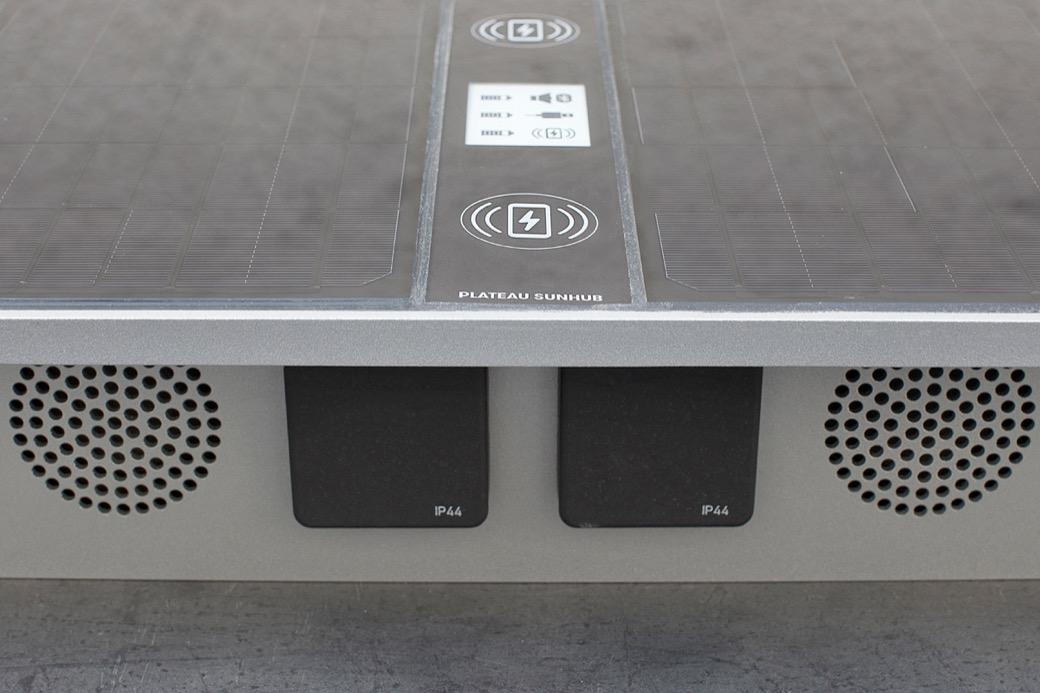 Plateau Sun Hub - met ingebouwde speakers en USB oplaadpunten