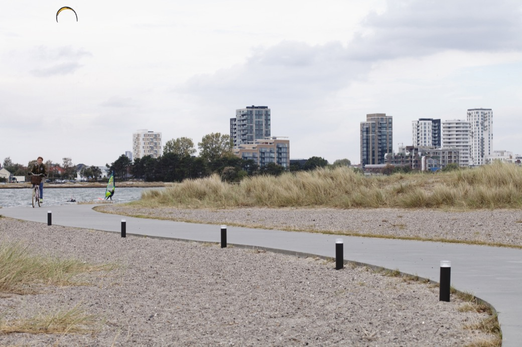 Point Sun verlichting geeft richting aan een pad, park, fietsroute of plein