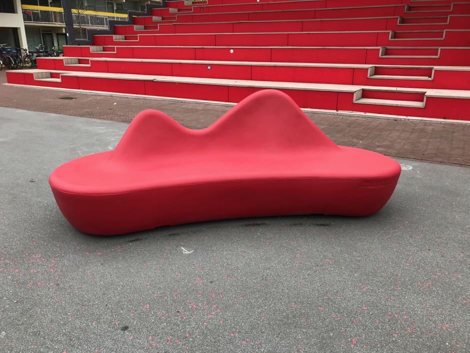 Shark bank rood  - voor pleinen, parken, scholen