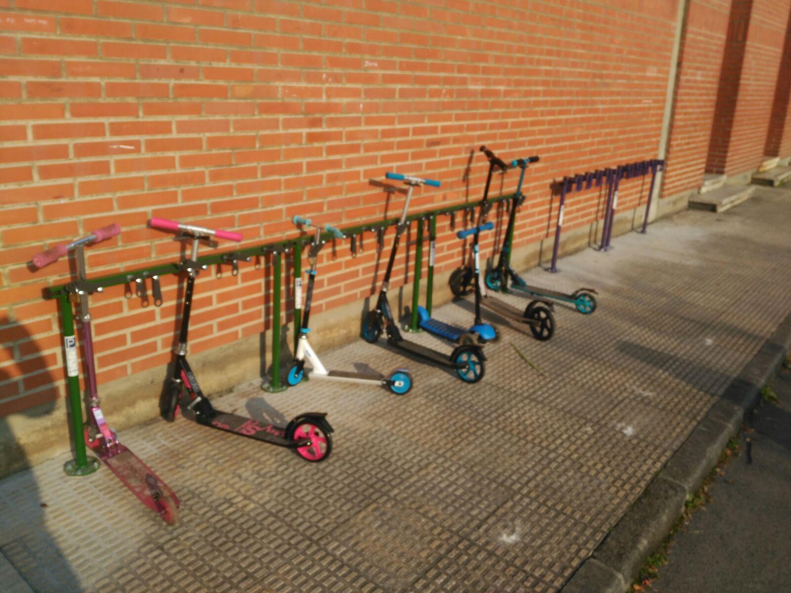 Tjinco Stepstalling gemaakt om stepjes te parkeren voor een kantoor