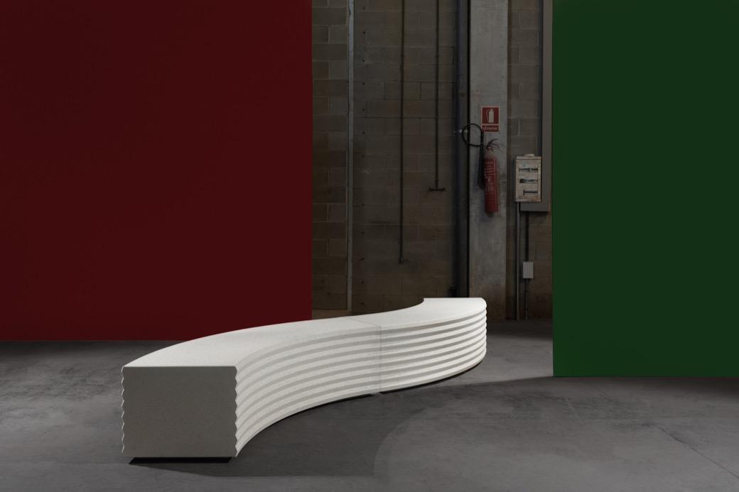 Strat bank van beton voor de openbare binnenruimte