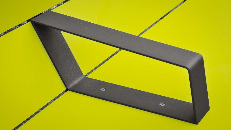 Superfly stoel is gemaakt van HPL-platen en gegalvaniseerd staal