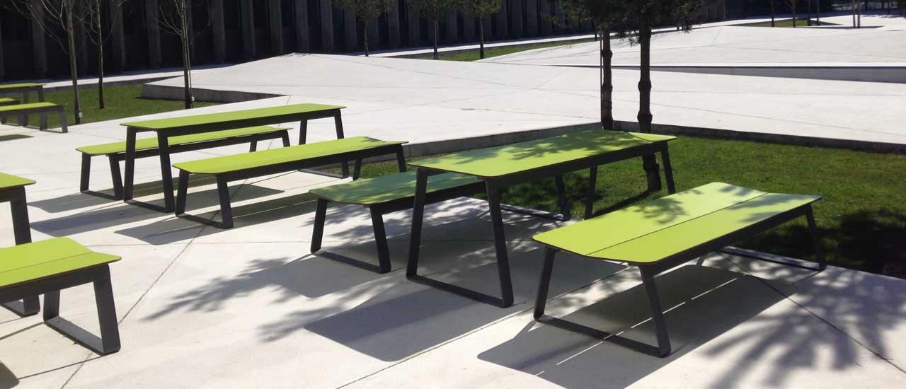Superfly tafel in veel verschillende opvallende kleuren beschikbaar