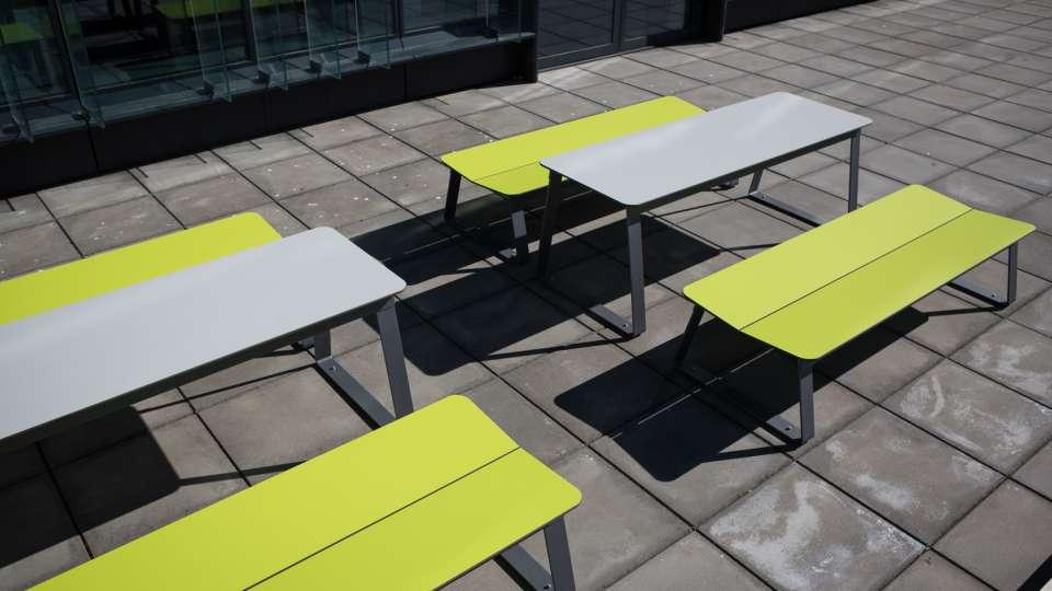 Superfly tafel met bijpassende Superfly banken
