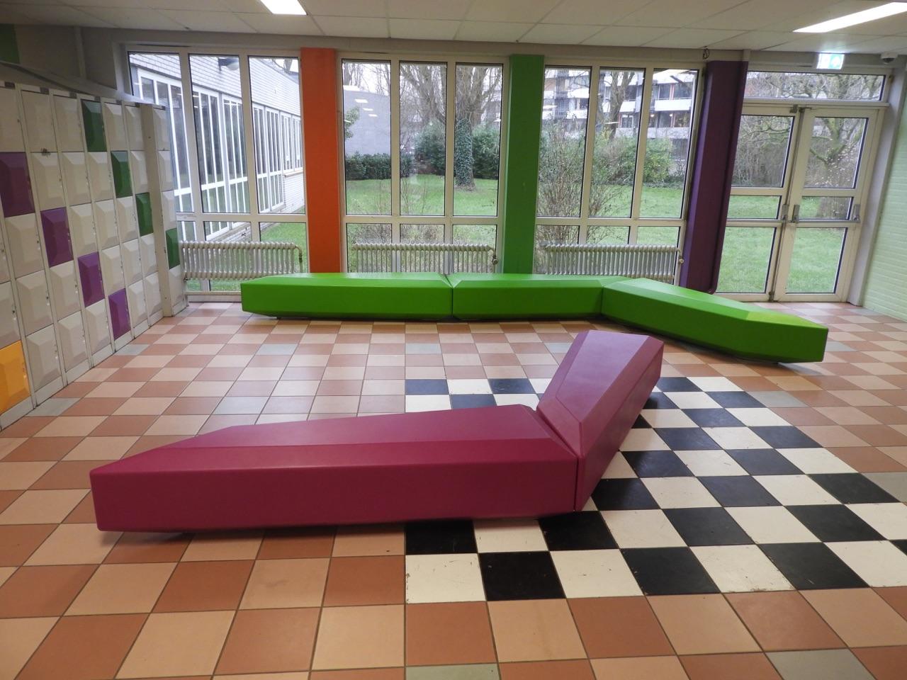 Coffin Lounge bank - zitgelegenheden voor leerlingen en studenten