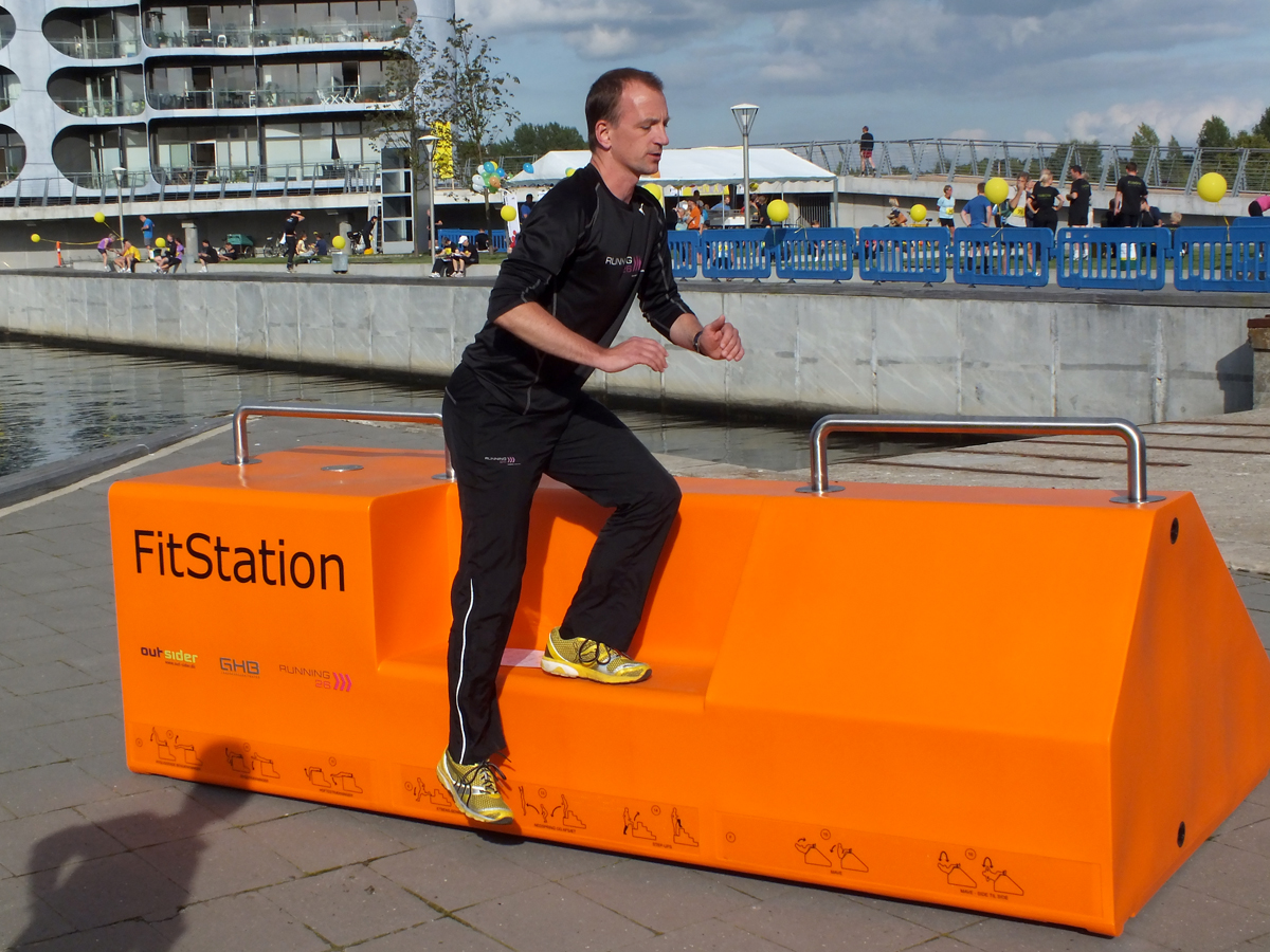 Fitstation sporttoestel - Fitness meubel voor ruim 16 oefeningen