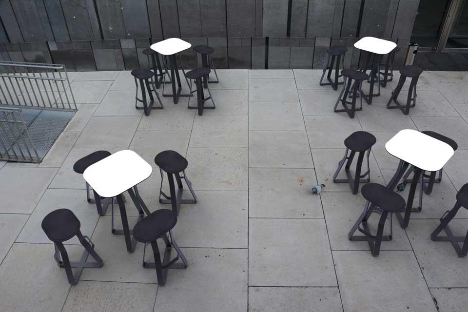 Hot Shot kruk voor informele plek waar mensen elkaar kunnen ontmoeten