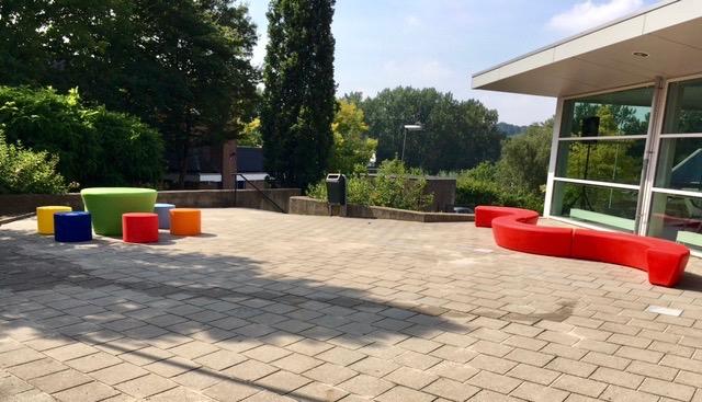 Loop Cone tafel geschikt voor schoolpleinen en kinderdagverblijven