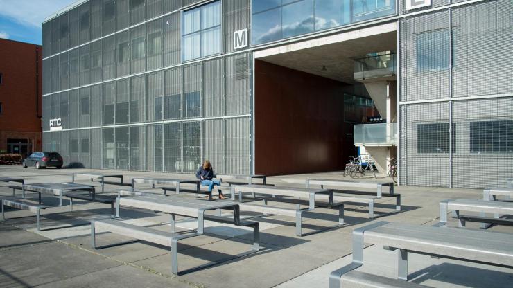 Outline picknicktafel voor buitenruimtes kantoren en horeca