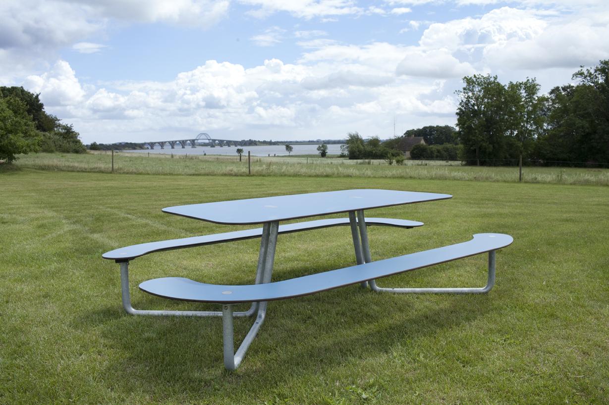 Plateau-L picknicktafel is geschikt voor elke openbare ruimte