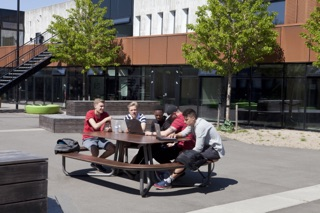 Plateau-O picknicktafels rond - op het schoolplein