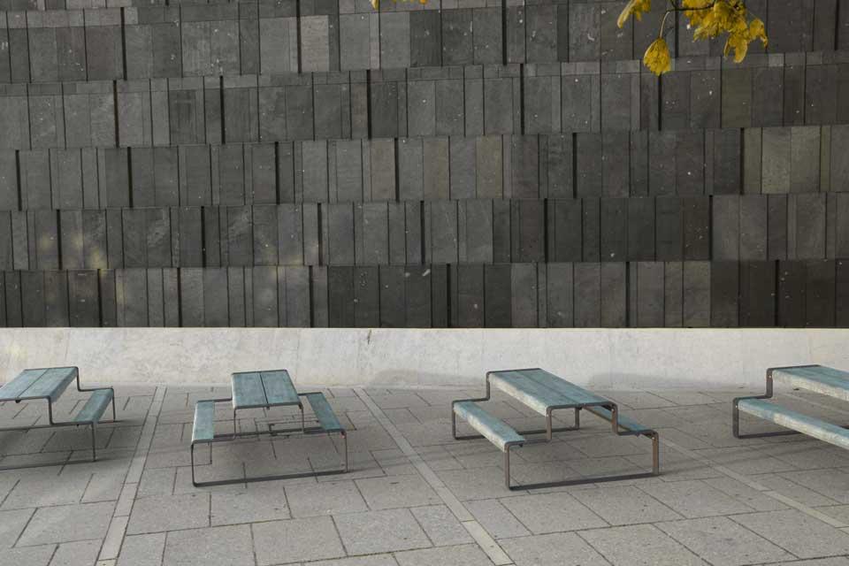 Outline picknicktafel is gemaakt van gegalvaniseerd staal
