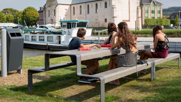 Outline picknicktafel voor buiten en tegen ieder weertype bestendig