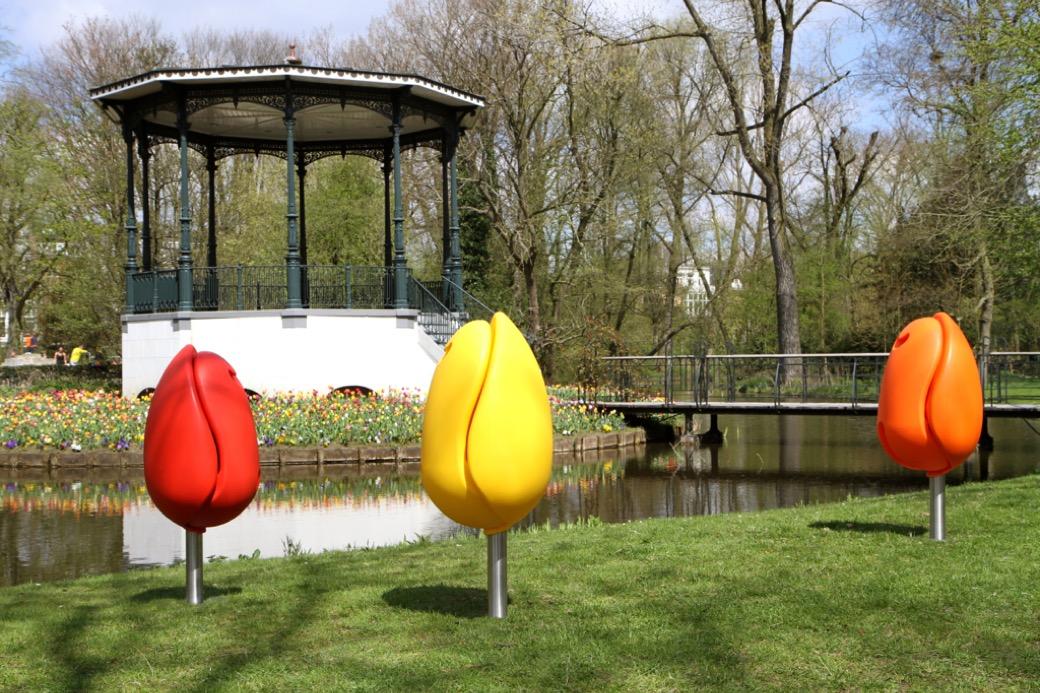 Tulpi stoel creëert een vrolijke en kleurrijke omgeving
