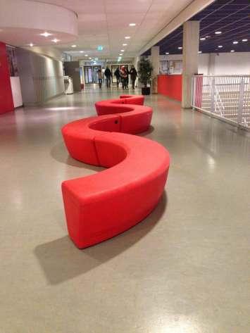 Loop Arc bank voor wachtruimtes en rustomgevingen