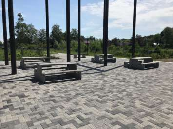 Tour picknicktafel van gewapend UHPC beton