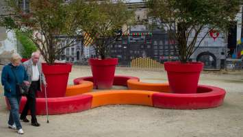 Loop Arc bank met plantenbakken