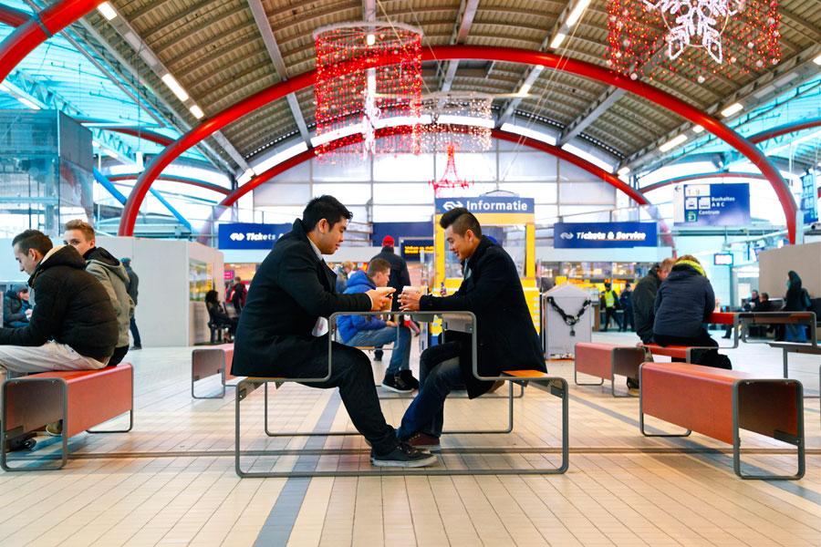 Outline picknicktafel voor binnenhallen zoals stations