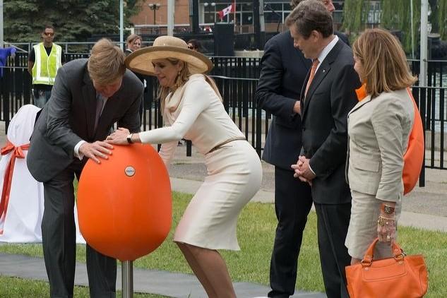 Koninklijk paar schenkt zeven Tulpi-seats aan Toronto