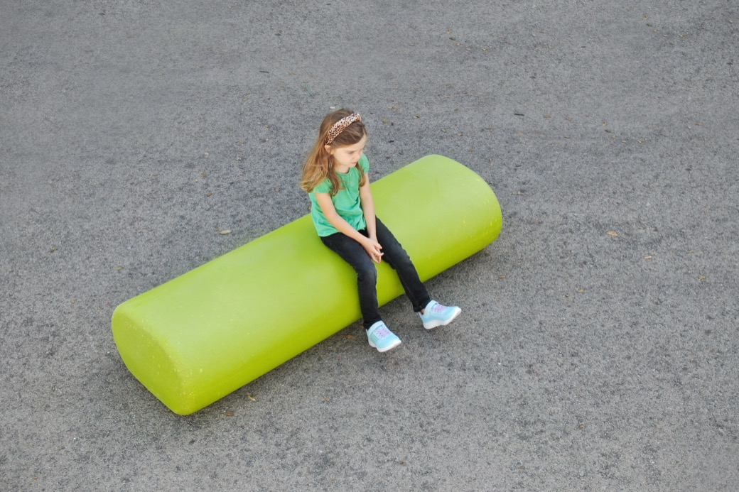 Zitelement Caribou is een kunststof groene rechte bank die gecombineerd kan worden met de andere gekleurde Caribou vormen
