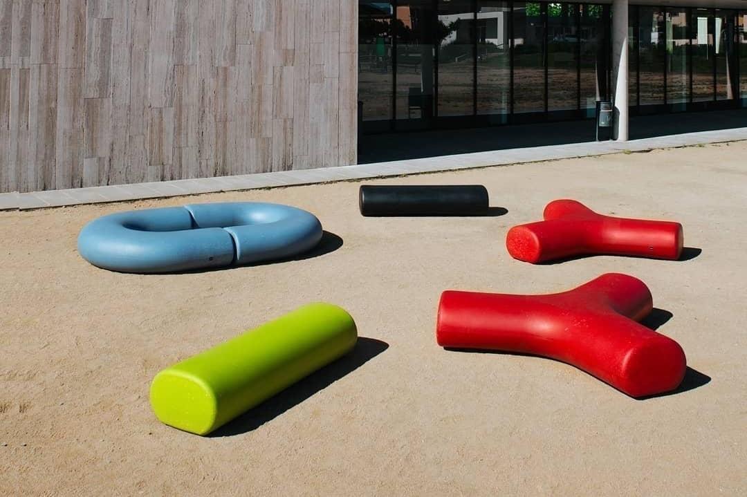 Banken en zitelementen van gerecycled kunststof voor buiten en binnen