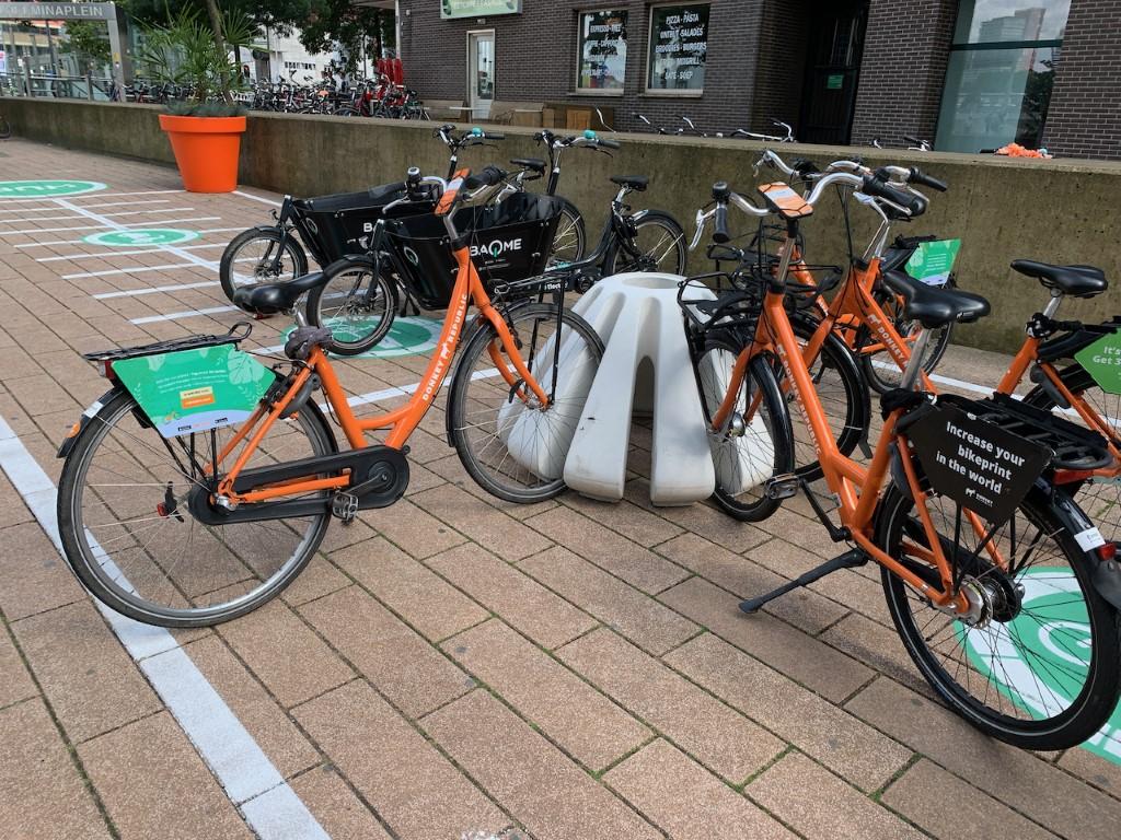 Jello fietsenstandaard van beton voor 11 fietsen
