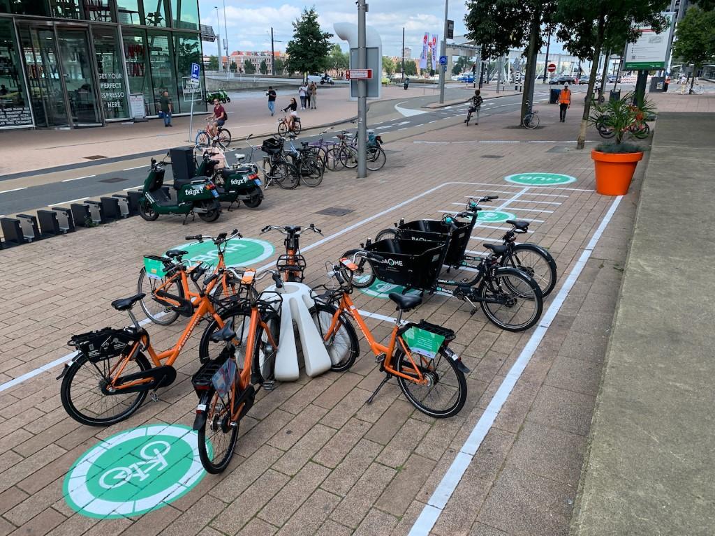 Jello fietsparkeren geplaatst in mobiliteitshub
