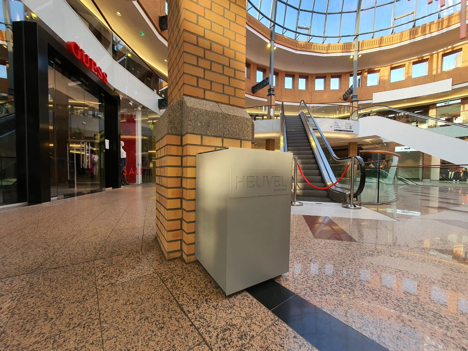 Robuuste afvalbak Foga 120L in winkelcentrum