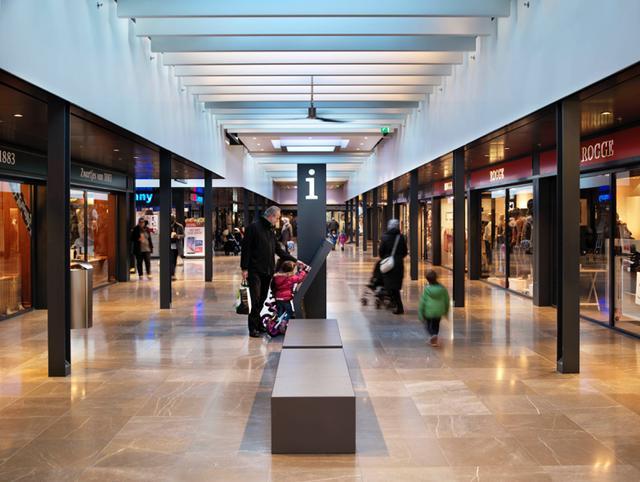 Passepartout-bankjes geplaatst in winkelcentrum Gelderlandplein