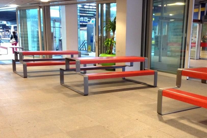 Ook station Den Haag Centraal kiest voor picknicktafels Outline