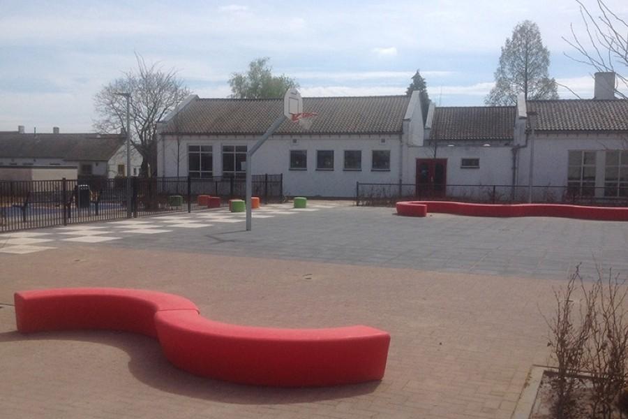 Nieuw schoolpleinmeubilair voor BMV De Wieken