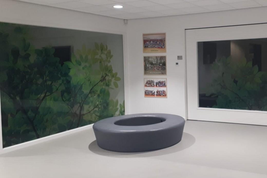 Nieuw meubilair voor ontvangstruimte basisschool SO Fier