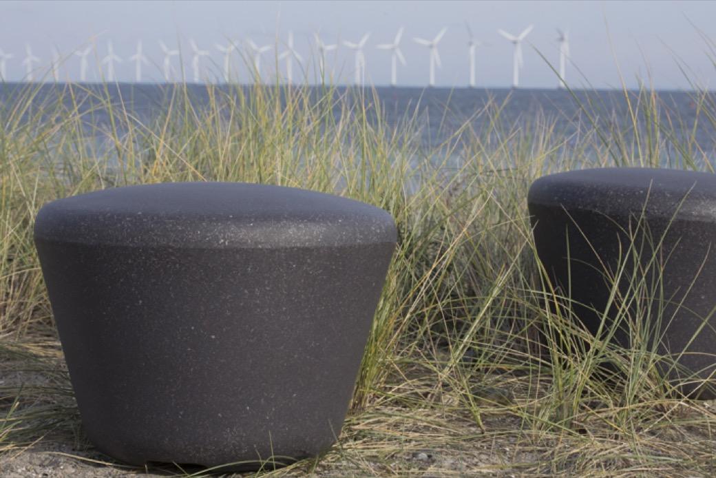Loop Up zitelement van gerecycled polyethyleen kunststof plastic duurzaam circulair verplaatsbaar vrij te plaatsen duurzaam speelplein of schoolplein meubilair voor de openbare ruimte ook als straatmeubilair inzetbaar of bij een speelplaats speeltuin of p