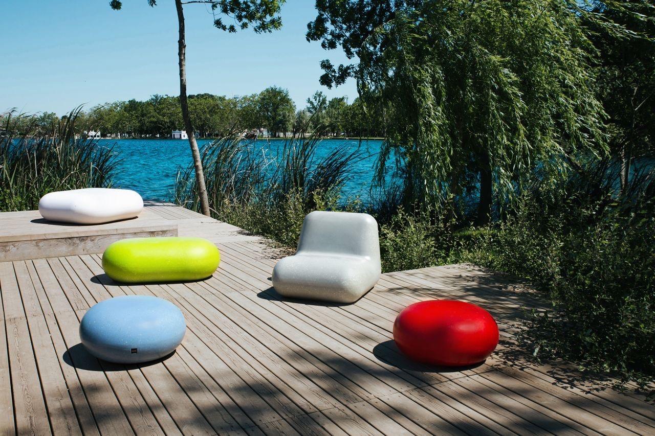 Rio zitelement stoel en kruk en zitkei in het wit rood groen en blauw van gerecycled kunststof
