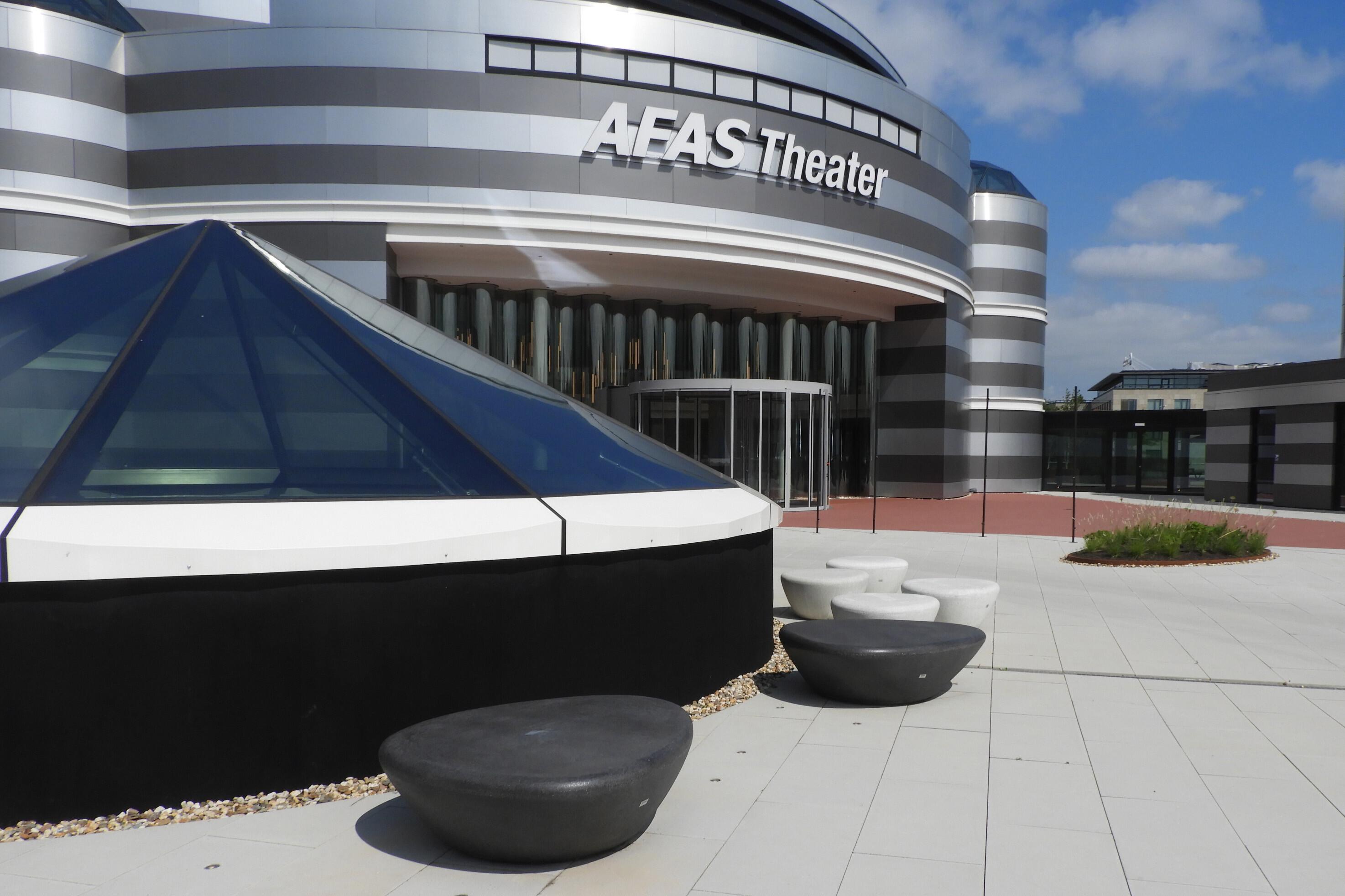 Betonnen zitelementen voor het  AFAS Experience Center
