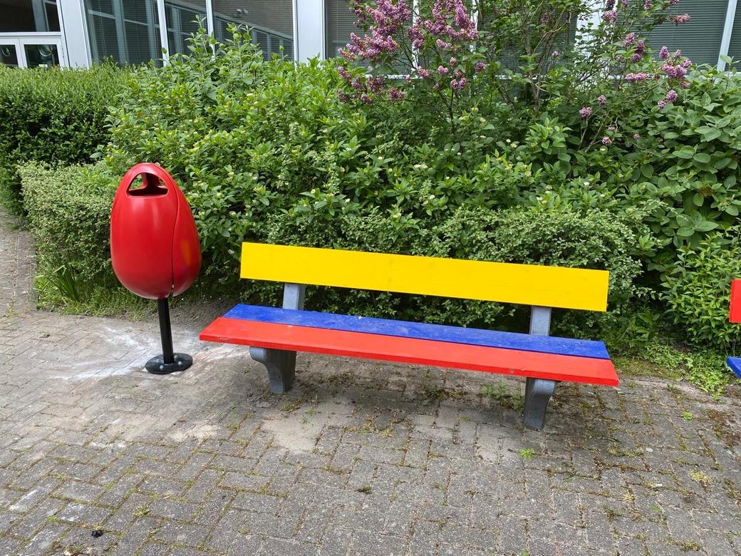 Tulpi bin rode afvalbak in de vorm van een tulp in Zoetermeer