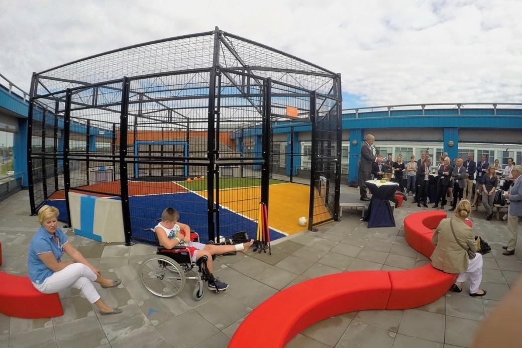 Loop Arc banken voor speelterras Wilhelmina Kinderziekenhuis Utrecht