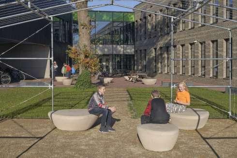 Meubilair met natuurlijke uitstraling voor groene school in Emmen