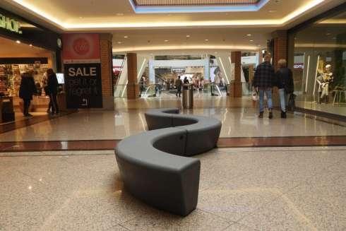 Flexibele banken voor winkelcentrum Heuvel in Eindhoven